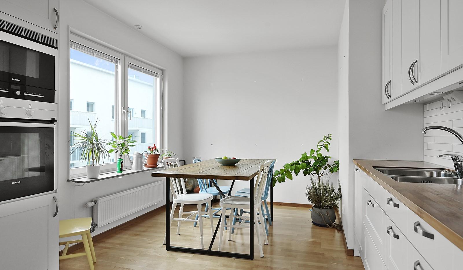 Marieviksgatan 38, 6 tr - Här ryms en ordentlig matplats framför stort fönsterparti