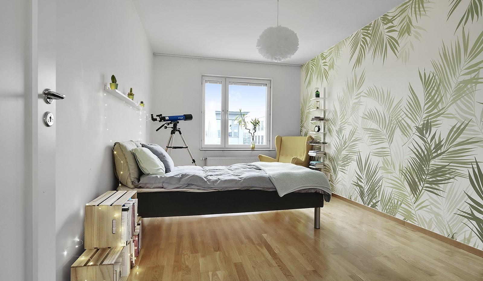 Marieviksgatan 38, 6 tr - Sovrummet är väl tilltaget och rymmer gott om förvaring