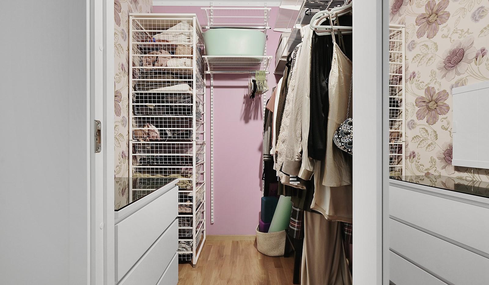 Marieviksgatan 38, 6 tr - I lägenheten finns en rymlig klädkammare