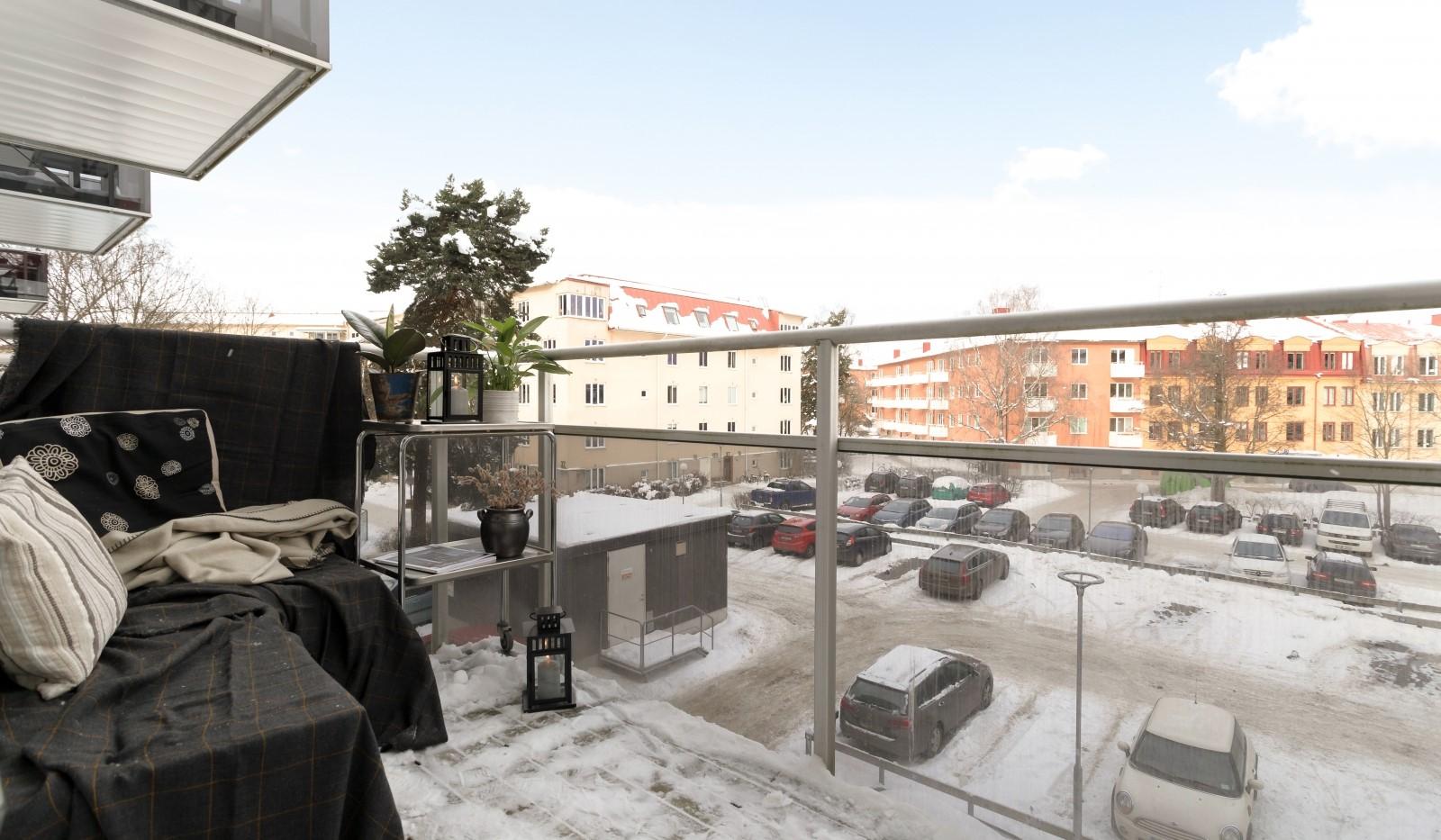 Tellusborgsvägen 90, 2 tr - Stor balkong - plats för möbler och växtodling