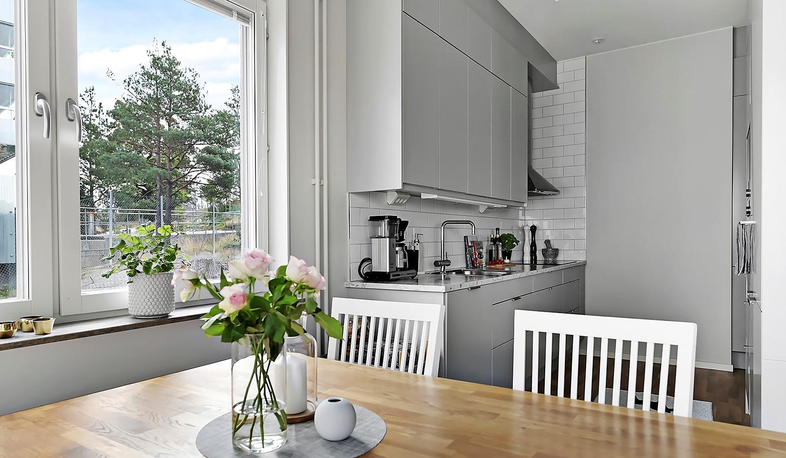 Sjöviksvägen 128, 7 tr. - I anslutning till köket ryms en ordentlig matplats