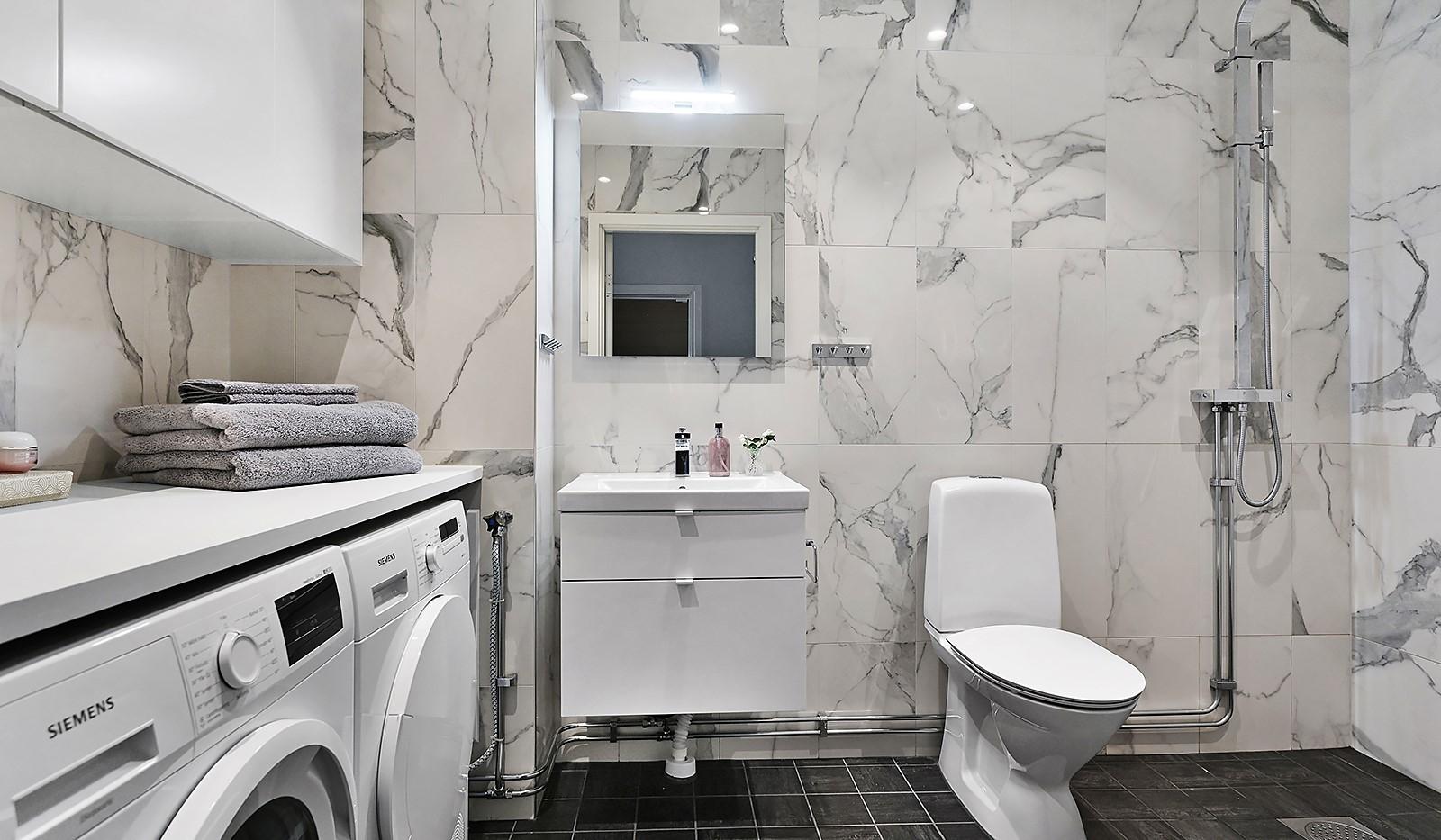 Sjöviksvägen 128, 7 tr. - Stilrent badrum inrett med exklusiva materialval
