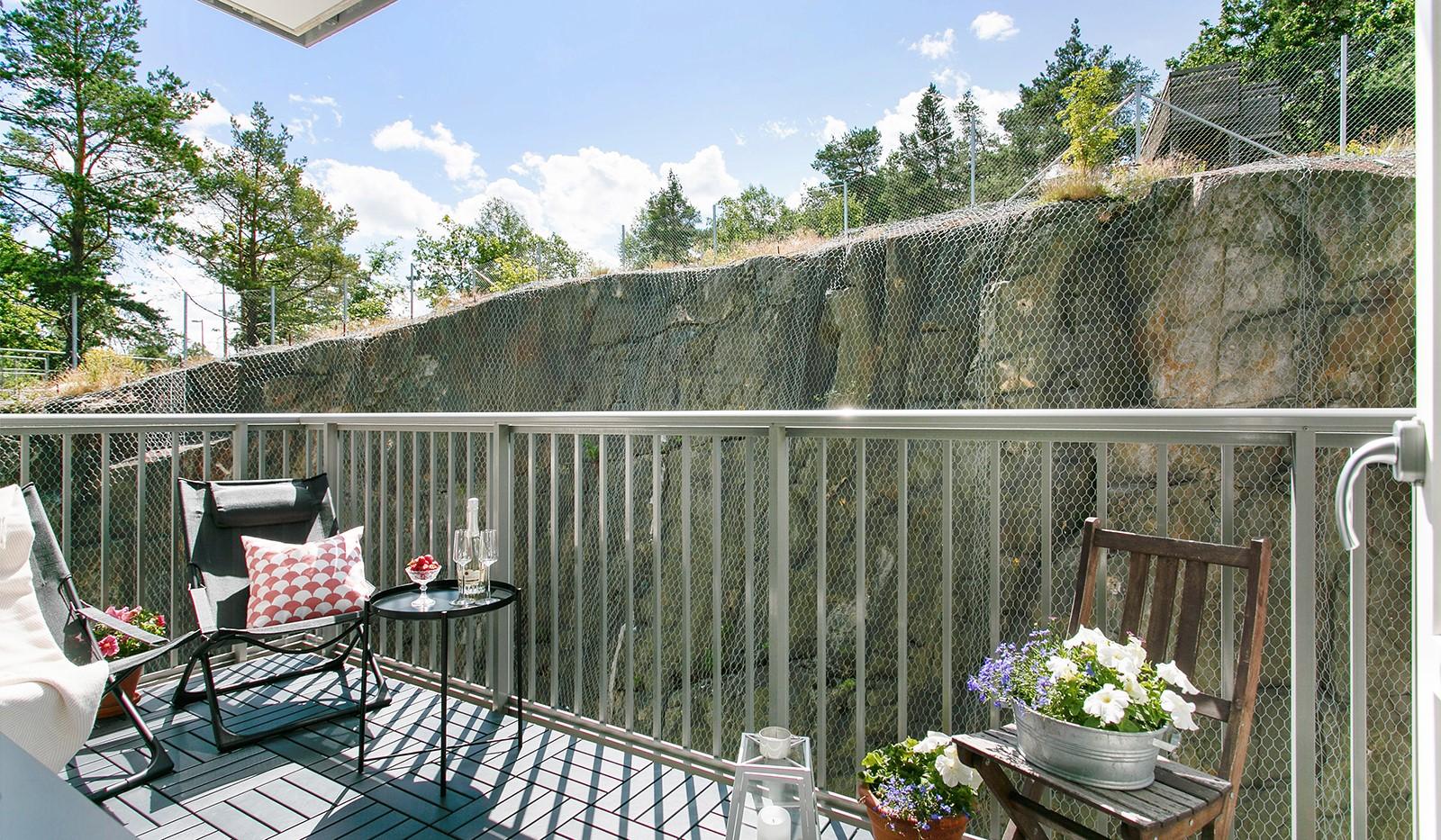 Sjöviksvägen 128, 7 tr. - Från sovrummet når man den stora balkongen