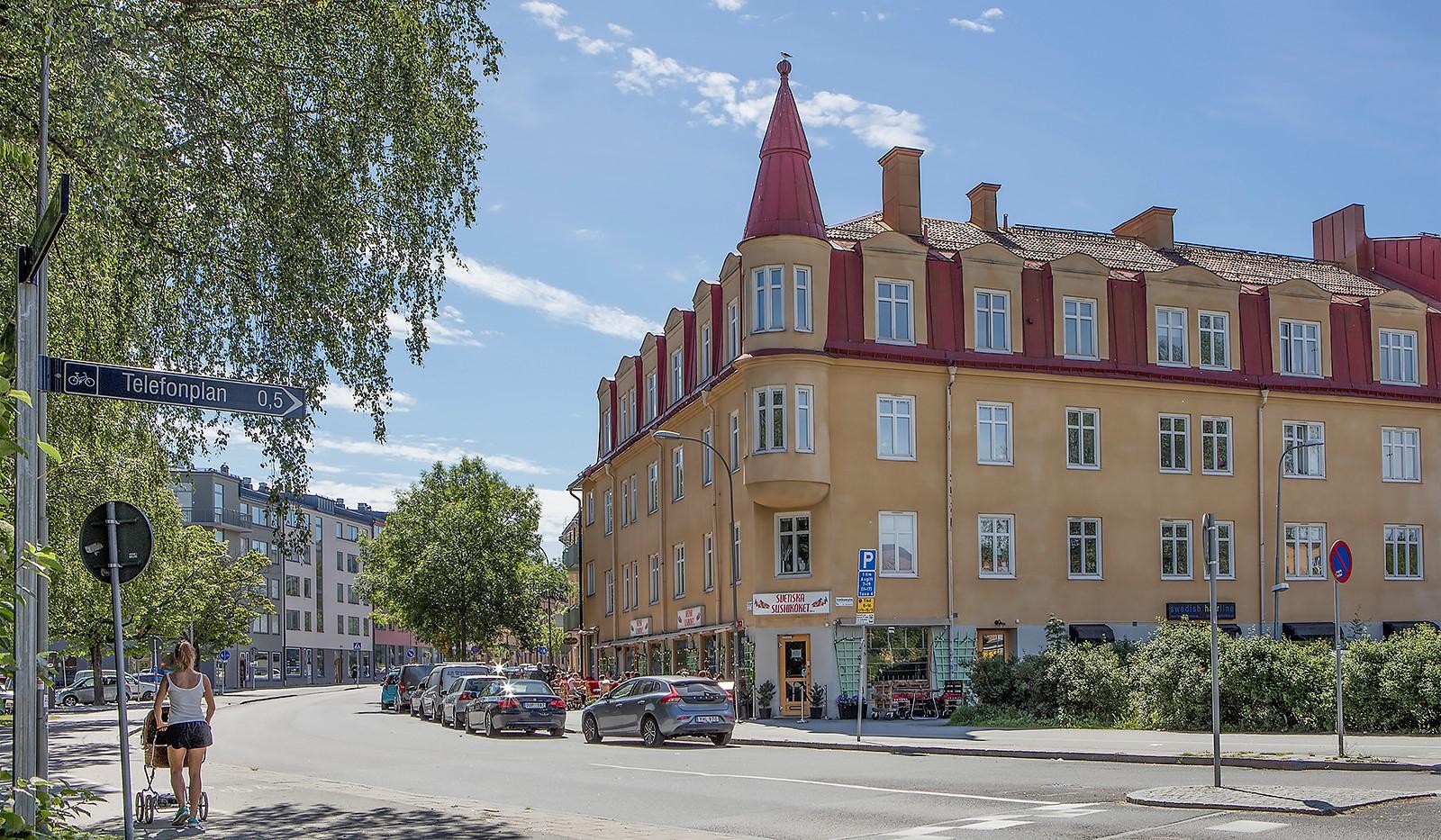 Tellusborgsvägen 90, 2 tr - Tellusborgsvägen - äldre stil möter moderna bygnader