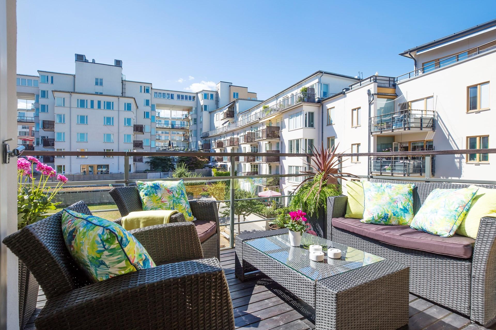 Korphoppsgatan 25, 2 tr Gårdshus! - Stor terrassliknande balkong i sydväst