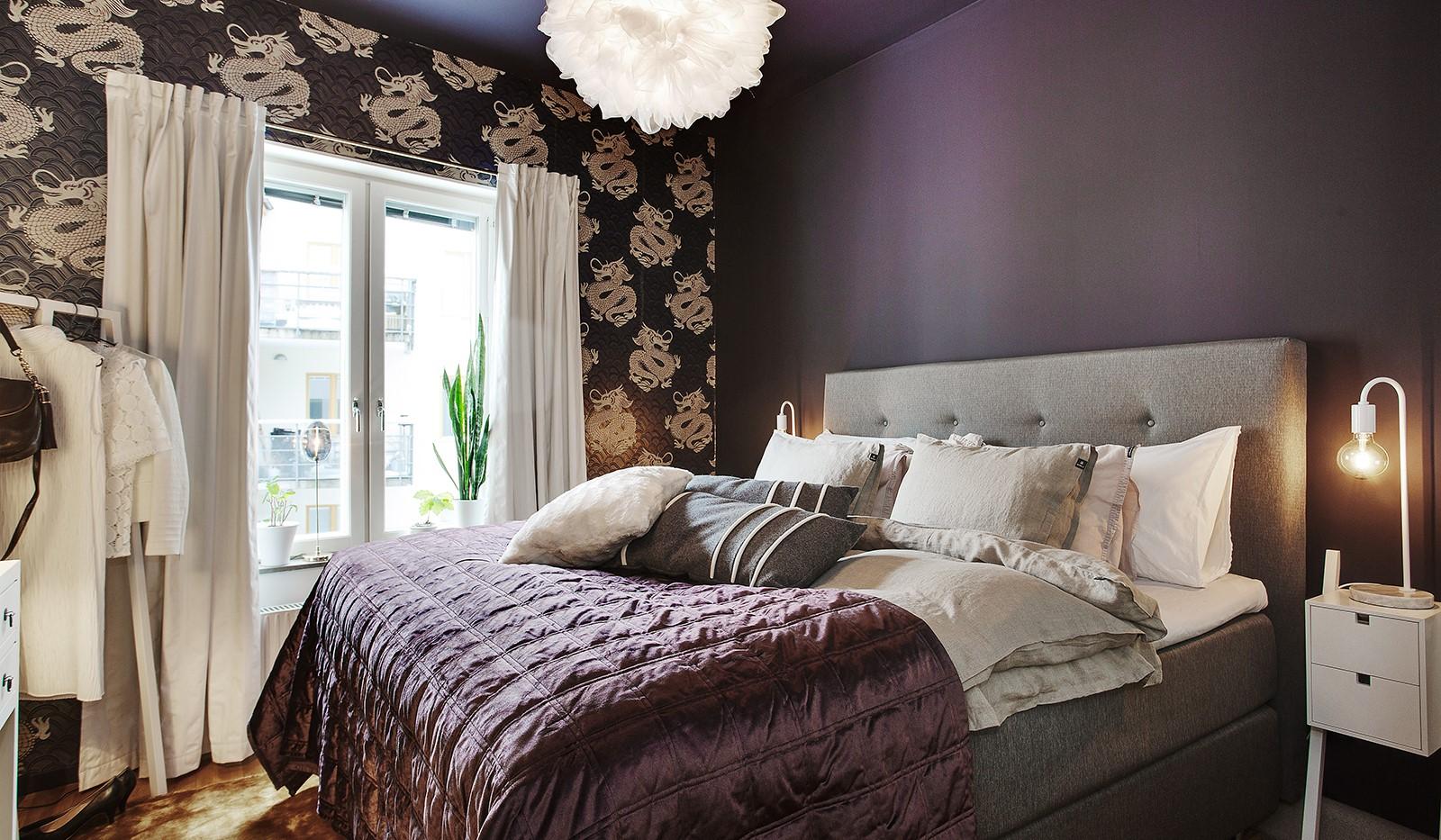 Korphoppsgatan 25, 2 tr Gårdshus! - Rymligt sovrum med plats för dubbelsäng och sängbord