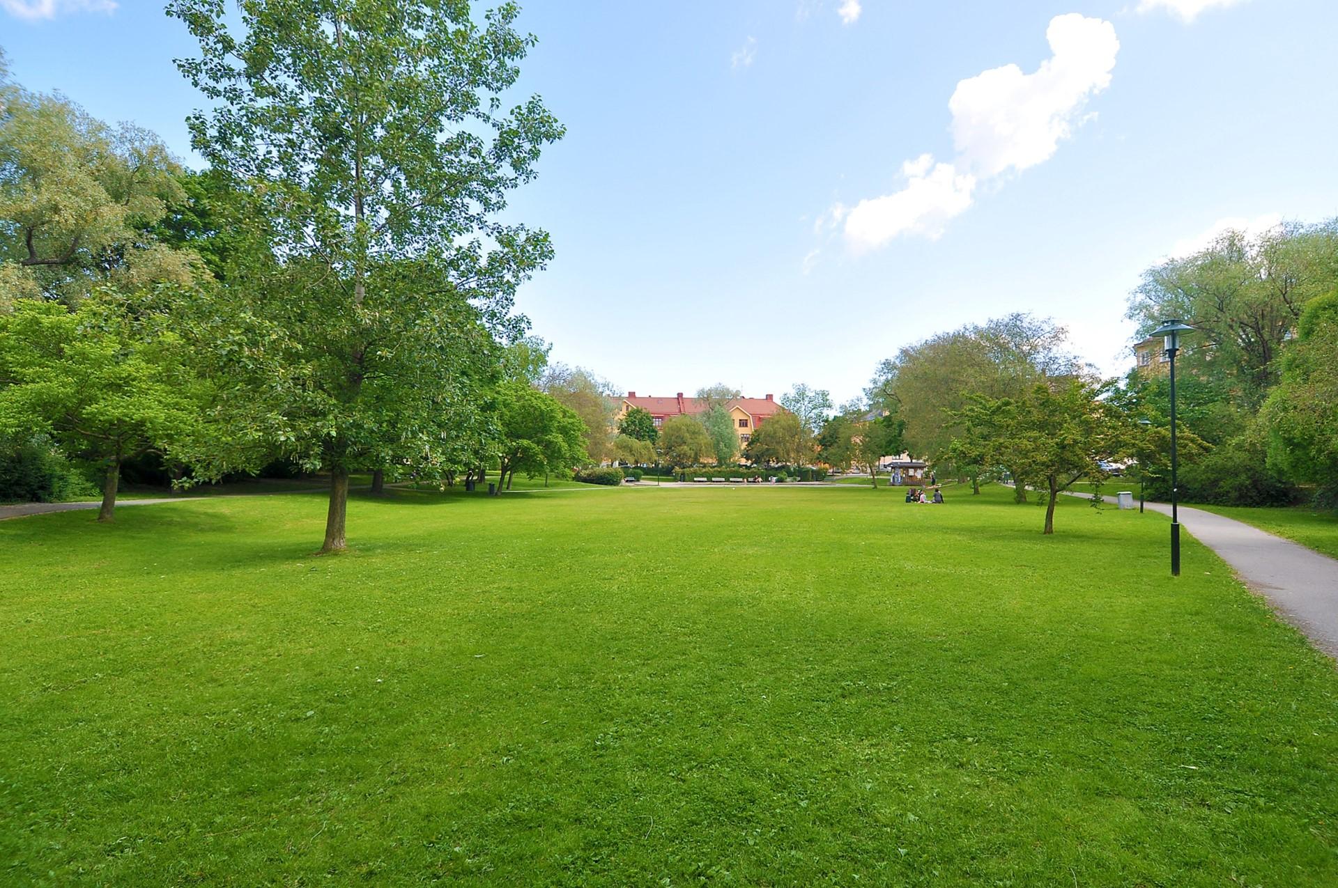 Tellusborgsvägen 90, 2 tr - Svandammsparken ca 150 meter bort