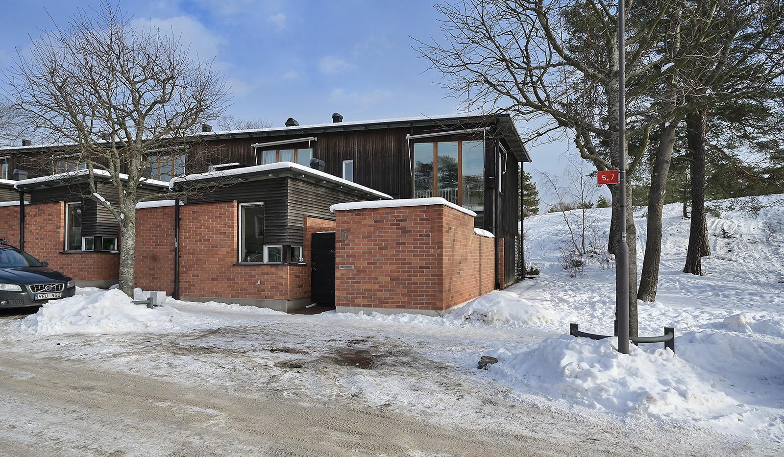 Idaborgsvägen 10 - Fantastiskt atriumradhus på trivsamma Nybodahöjden