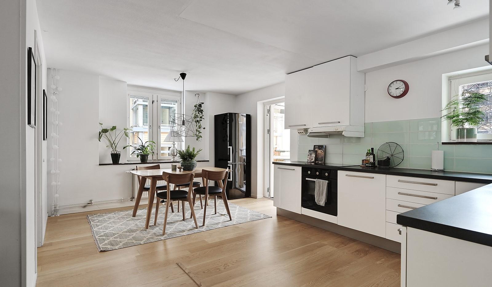 Ringvägen 41B, 2 tr - Ordentligt kök med gott om plats för flera kockar och middagsgäster