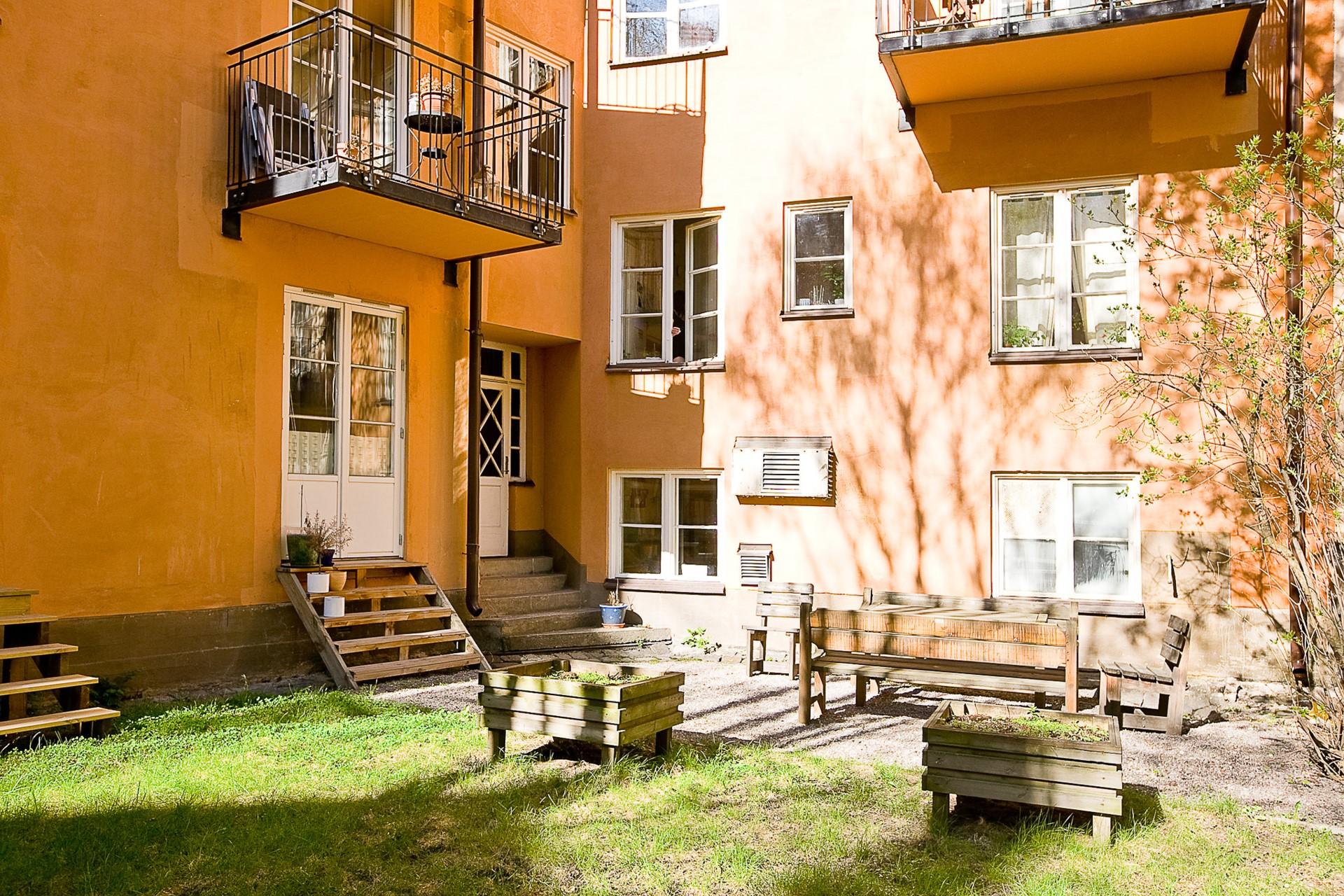 Folkskolegatan 20 - Sommarkänsla - en av föreningens innergårdar