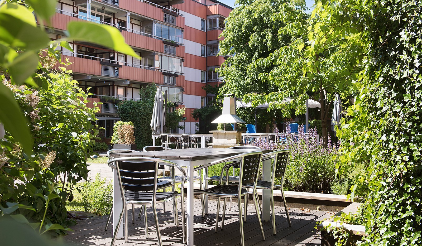Folkungagatan 58 - Gott om plats för umgås, leka och grilla kvällens middag