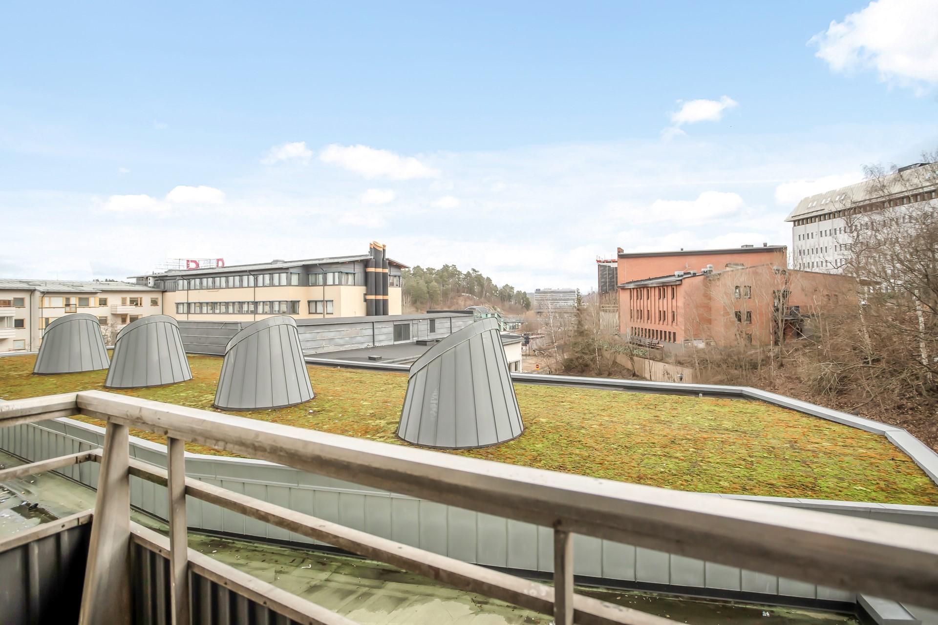 Tumba torg 111, 2tr - Utsikt från balkong nr 1