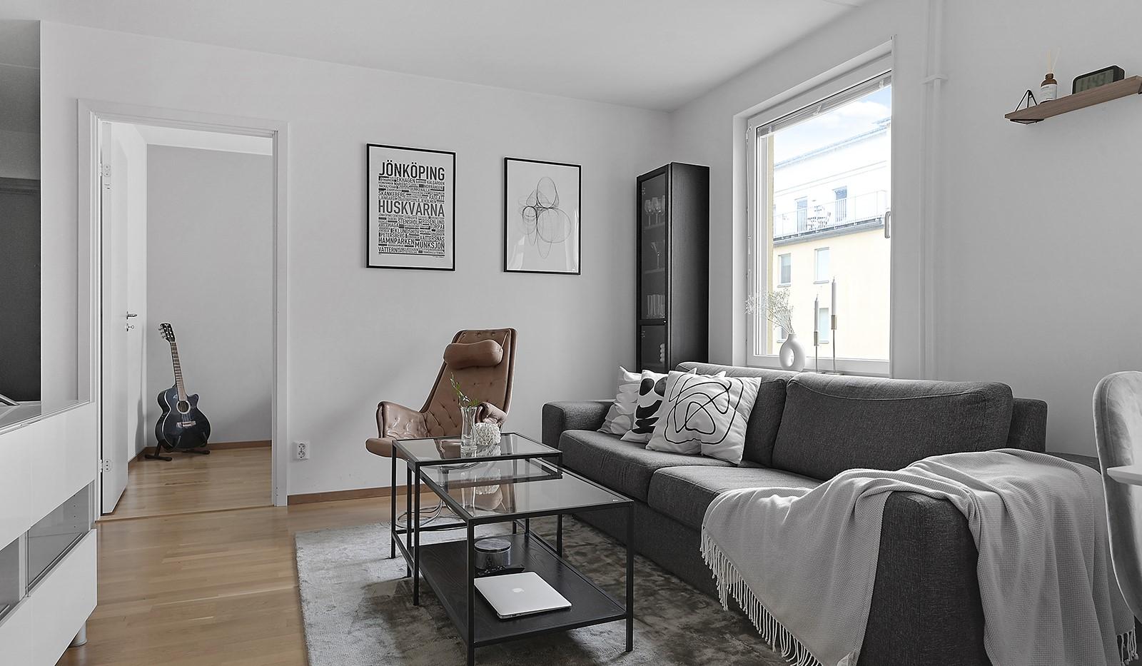 Buteljgatan 24, 5 tr - I vardagsrummet finns plats för en ordentlig soffgrupp