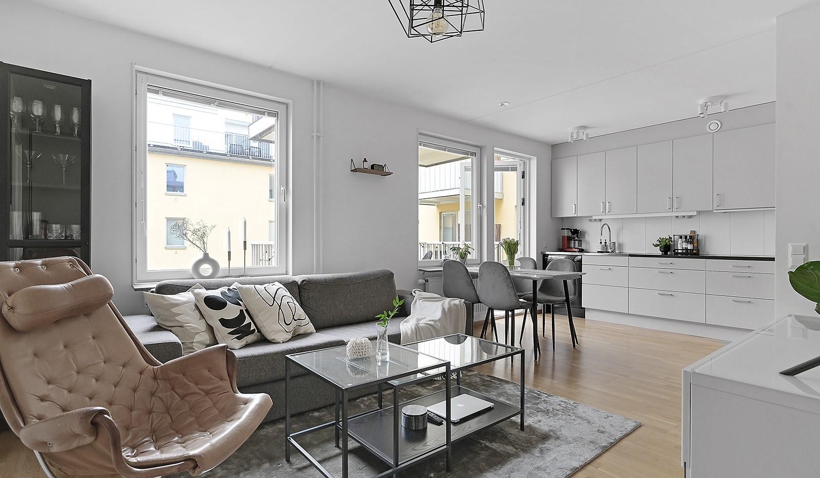 Buteljgatan 24, 5 tr - Social och öppen planlösning mellan kök och vardagsrum