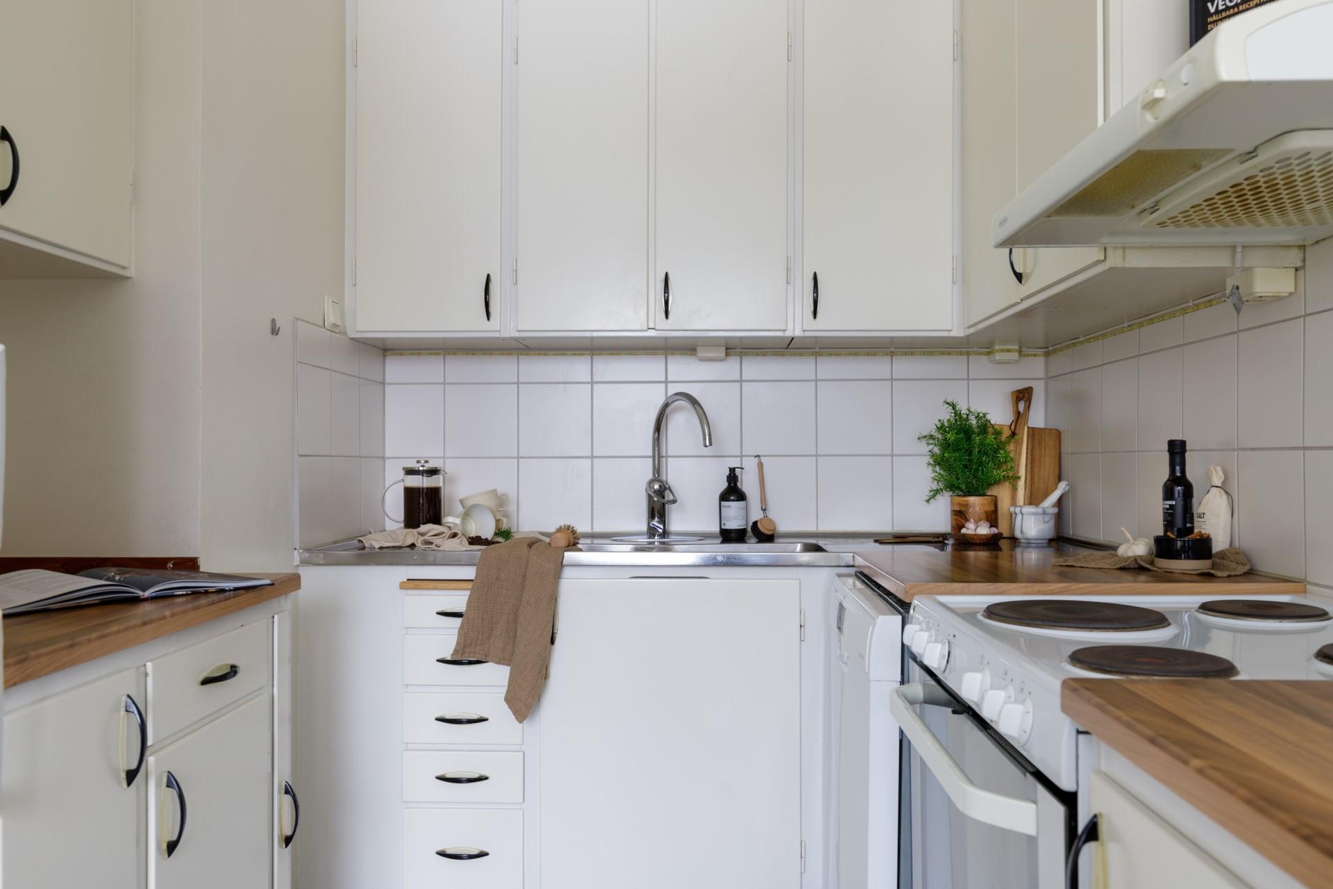 Tumba Torg 107, vån 5 - Kök med goda arbetsytor