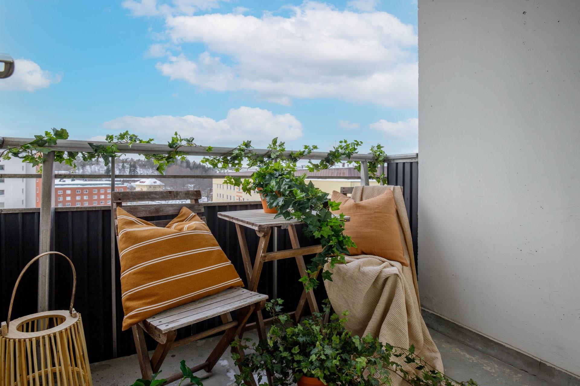 Tumba Torg 107, vån 5 - Balkong med ett högt och fritt läge