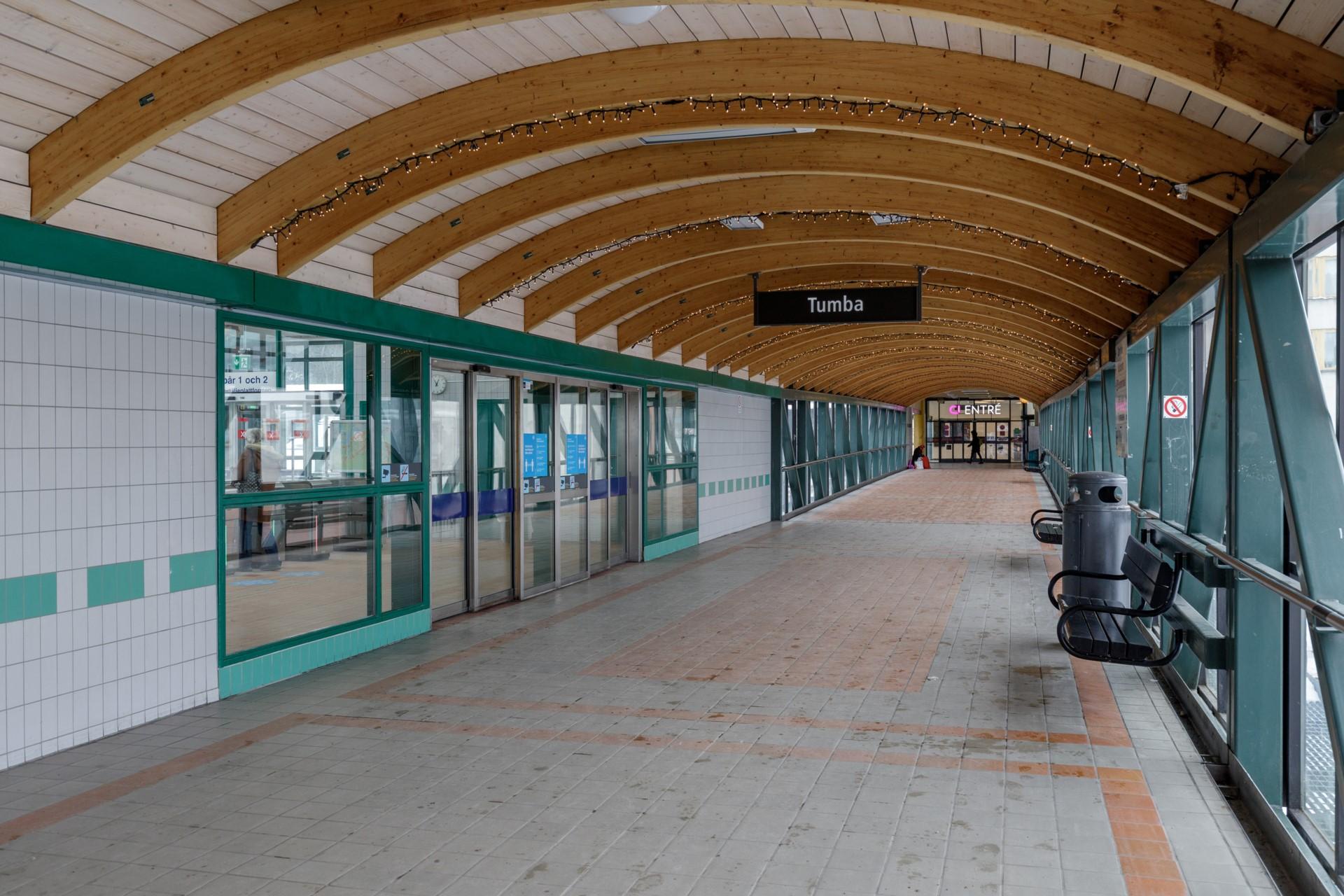 Tumba Torg 107, vån 5 - Närhet till både tåg och bussar