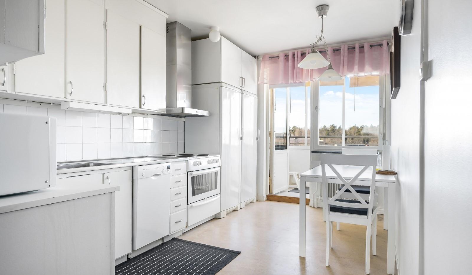 Tumba torg 107, 6tr - Kök med utgång till balkong