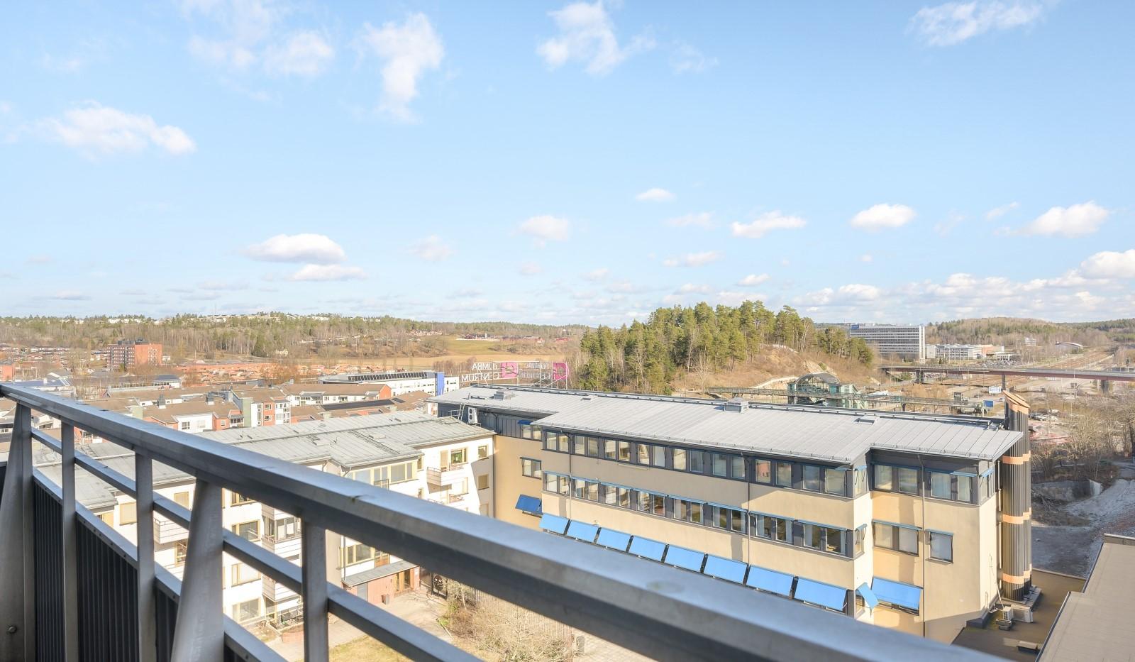 Tumba torg 107, 6tr - Utsikt från stora balkongen