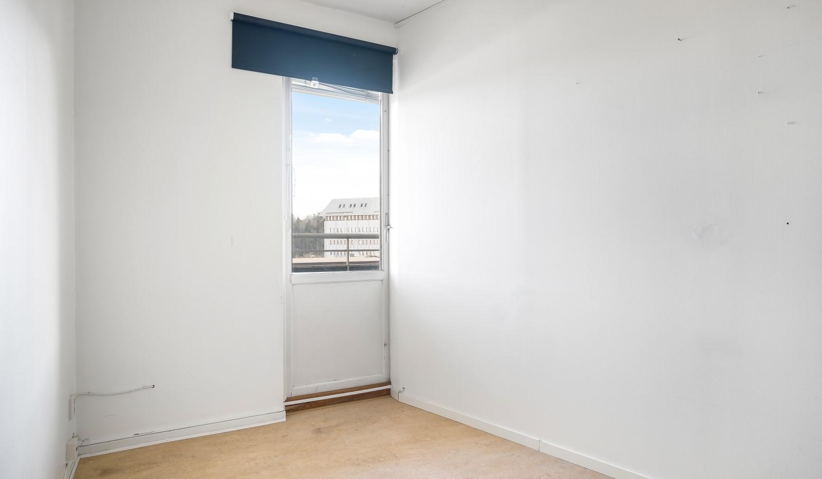 Tumba torg 107, 6tr - Sovrum 3 med utgång till balkong