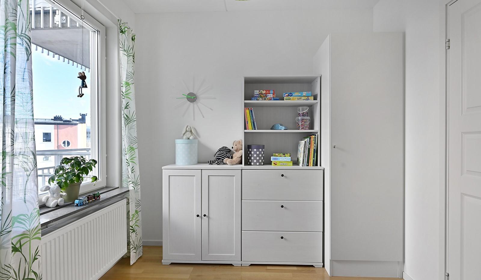 Blekegatan 1, 6 tr - Här ryms säng skrivbord och förvaring
