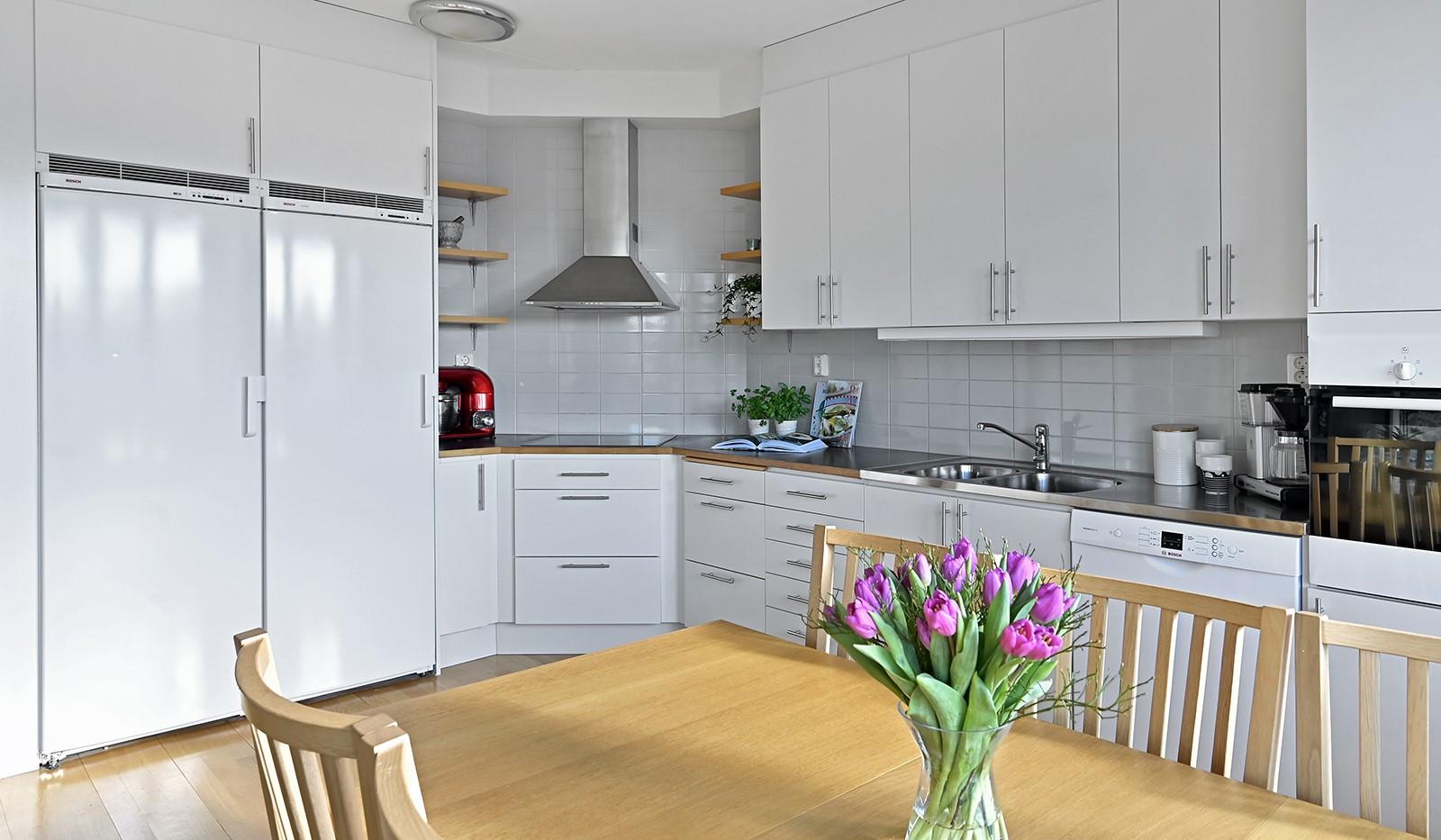 Blekegatan 1, 6 tr - Köket är utrustat med fullstor kyl och frys