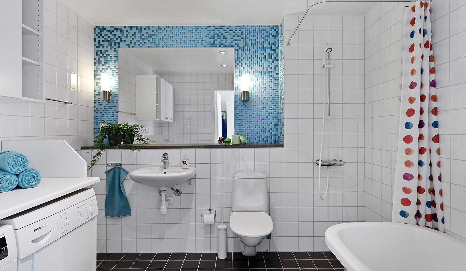 Blekegatan 1, 6 tr - Rymligt badrum utrustat med tvättmaskin och torktumlare