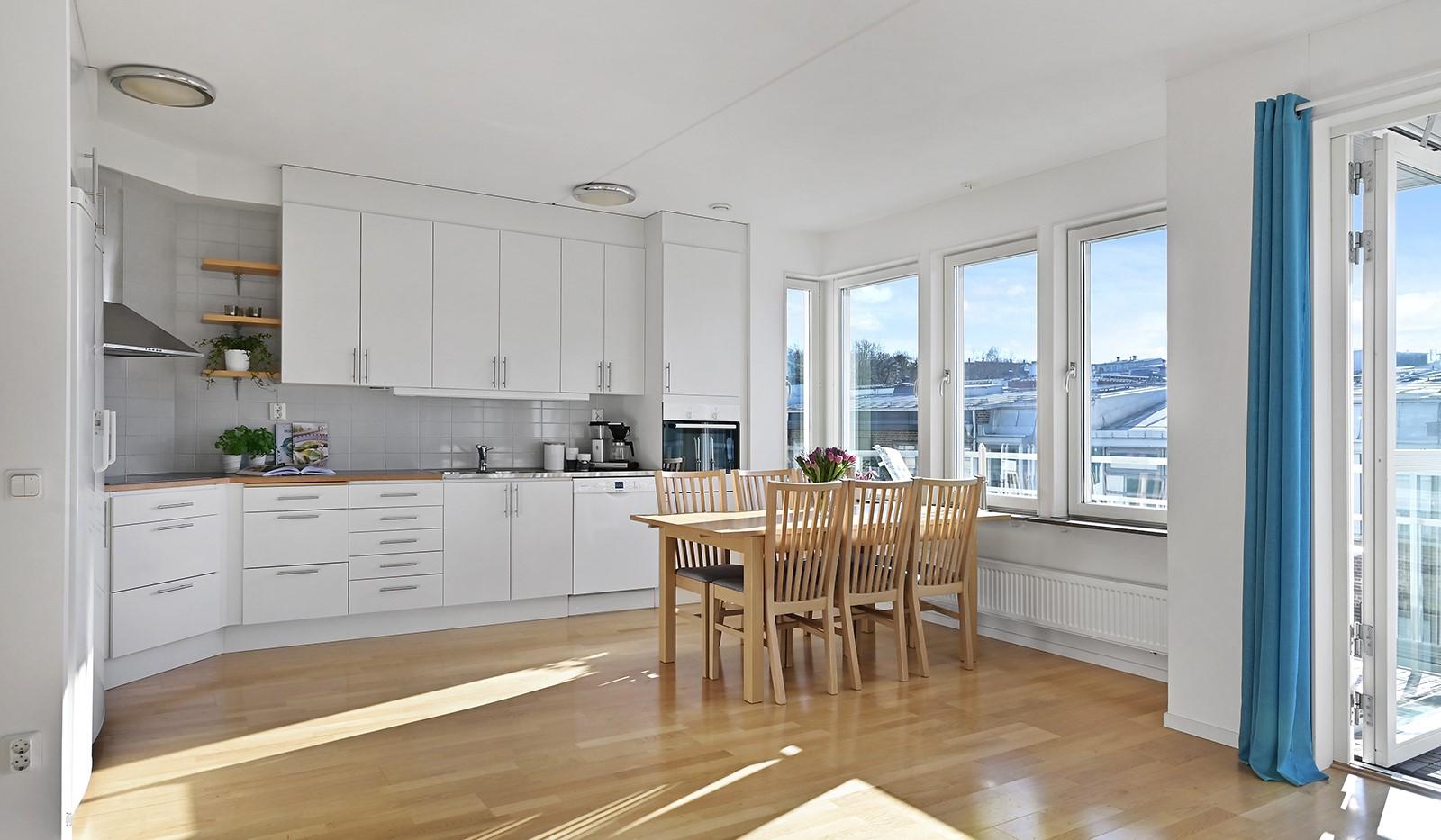 Blekegatan 1, 6 tr - Härligt ljusinsläpp från flera fönster