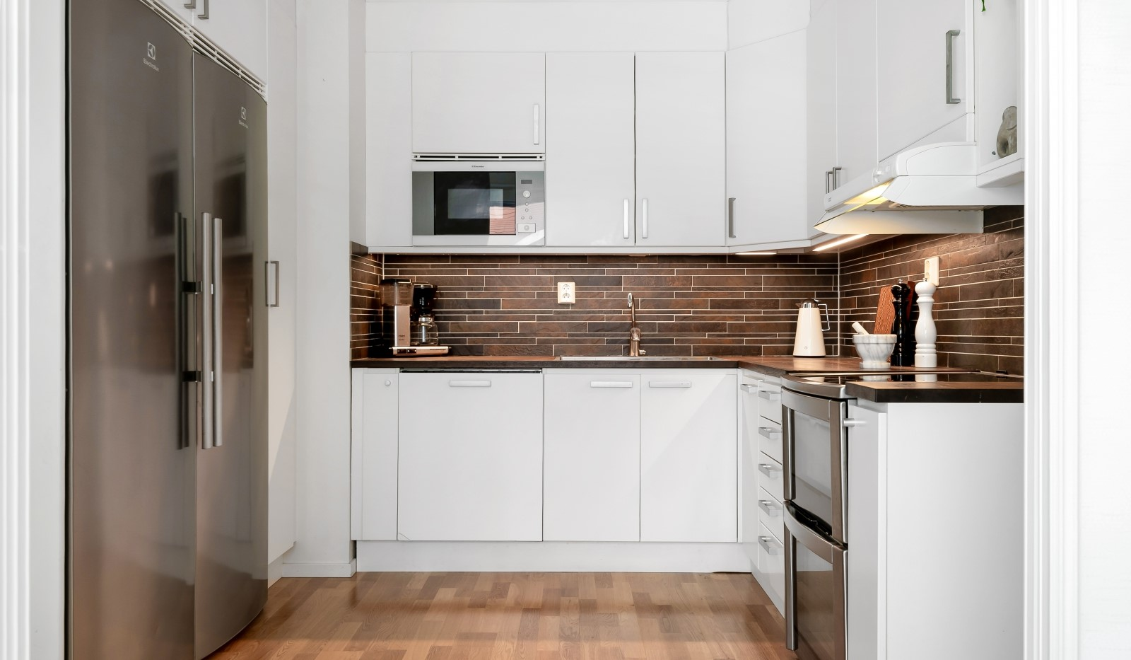 Heliosgatan 58 - Köket är fullt utrustat med vitvaror i rostfritt