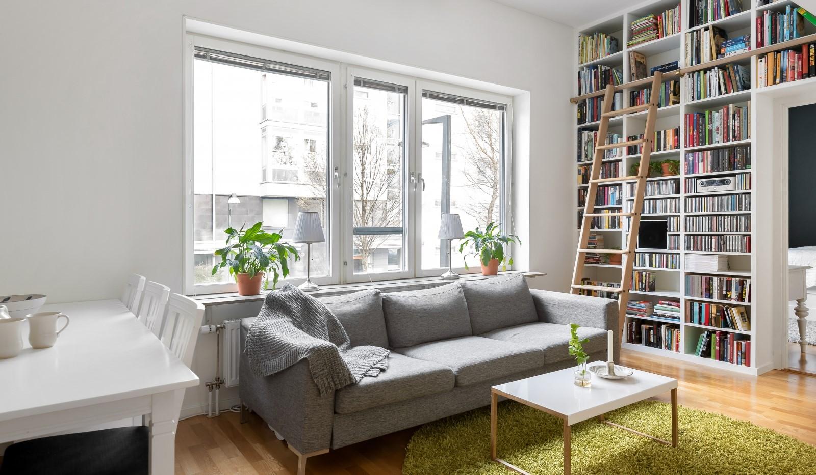 Heliosgatan 58 - Vardagsrummet rymmer både soffa och matplats