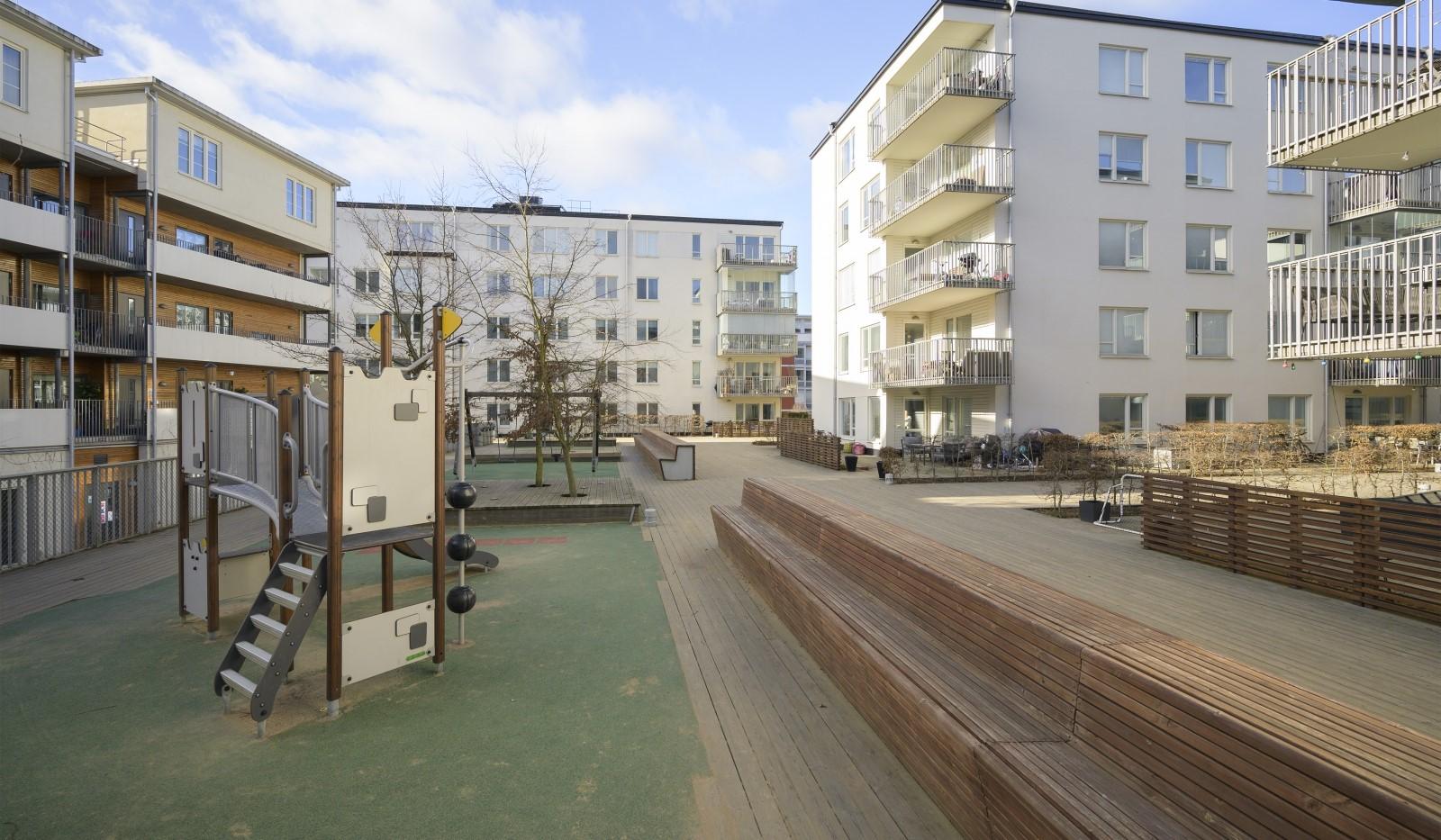 Heliosgatan 58 - Föreningens gård med lekplats