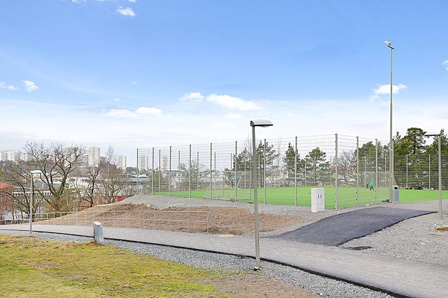 Sjöviksbacken 55, 4 tr - Fotbollsplan i området