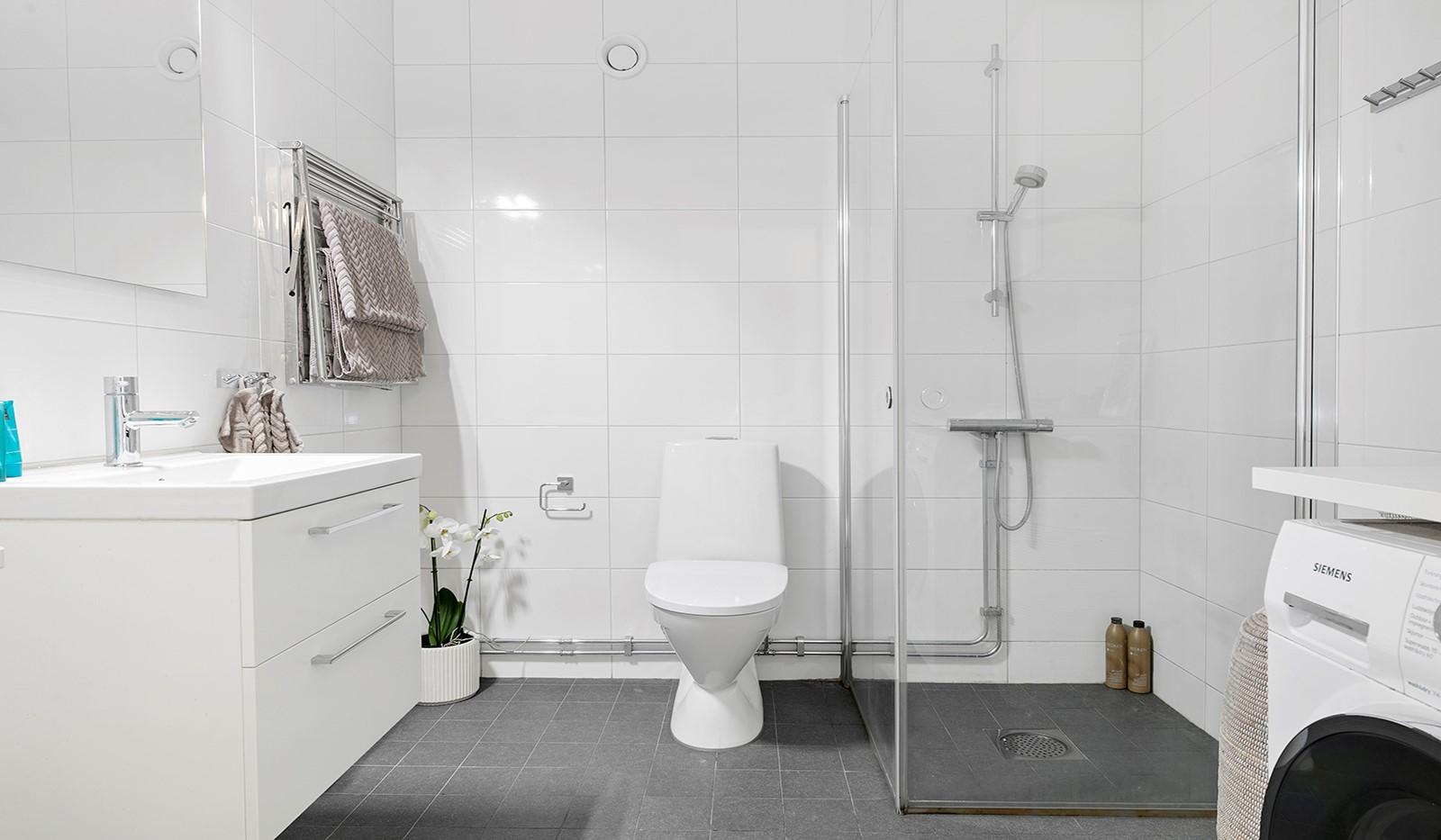 Sjöviksvägen 114, 3 tr - Stilrent och modernt badrum