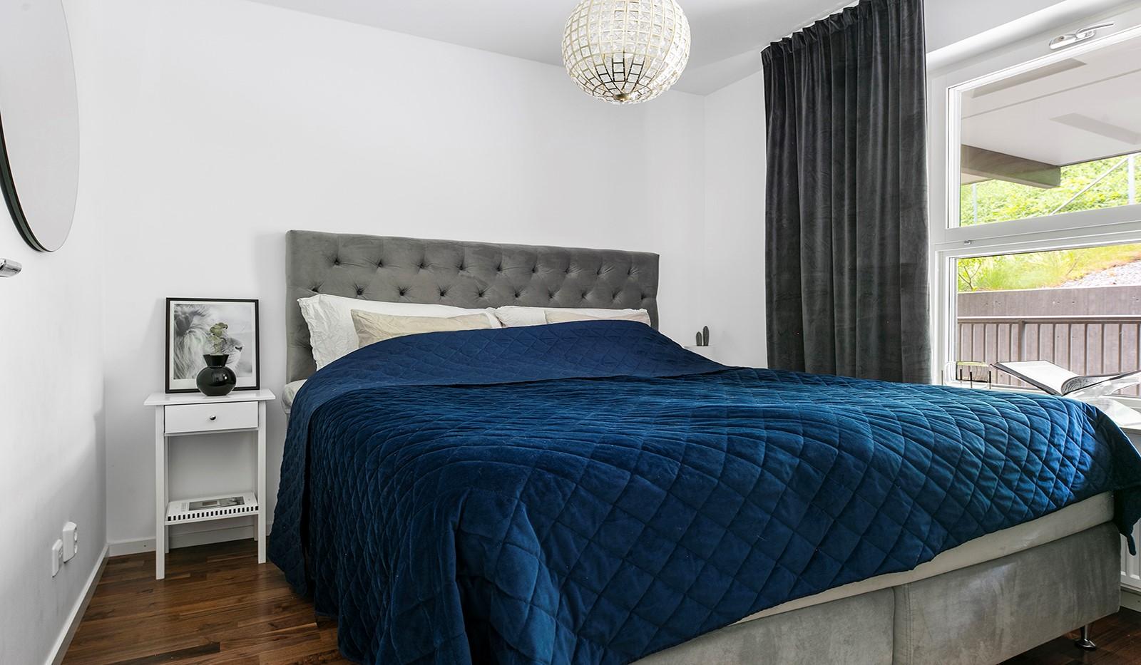 Sjöviksvägen 114, 3 tr - Ljust och trivsamt sovrum med plats för dubbelsäng