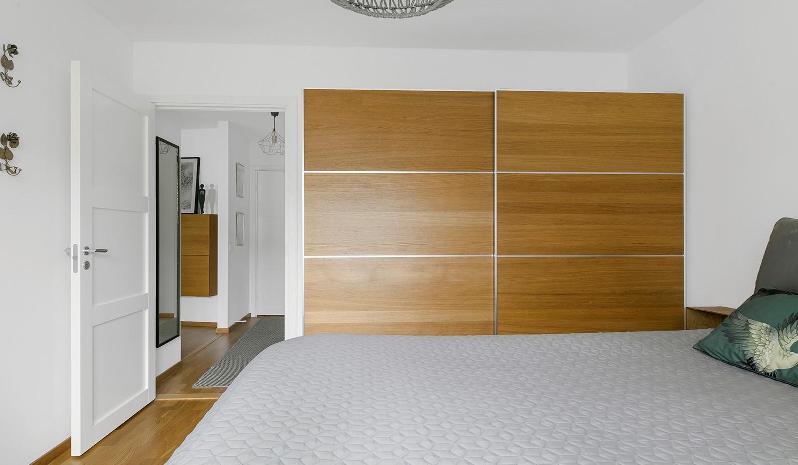 Sjöviksbacken 55, 4 tr - I sovrummet finns en ordentlig skjutdörrsgarderob