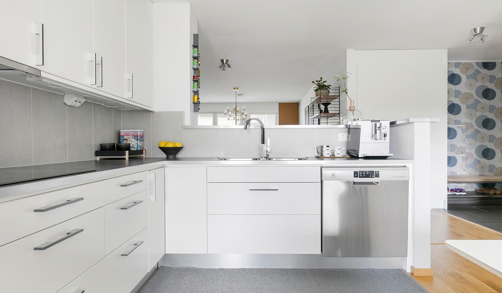 Sjöviksbacken 55, 4 tr - Köket är praktiskt L-format