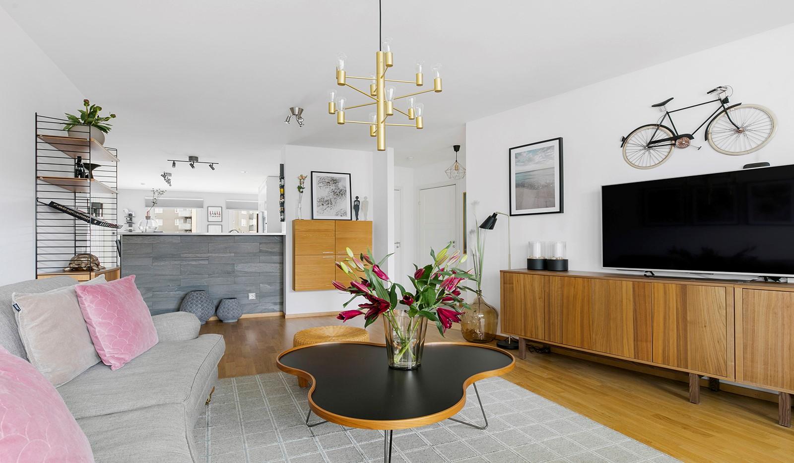 Sjöviksbacken 55, 4 tr - Kök och vardagsrum är precis lagom avdelade