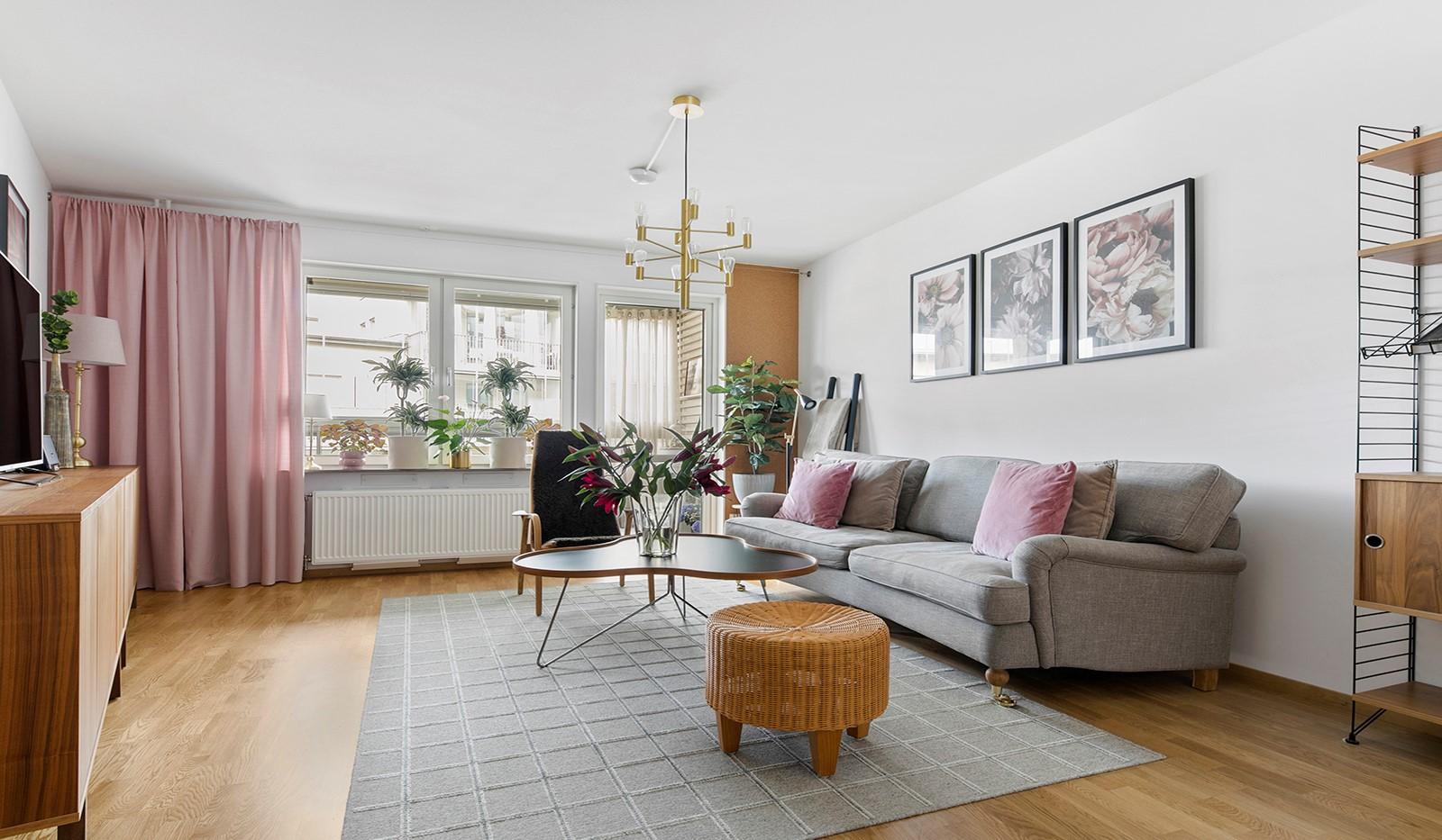 Sjöviksbacken 55, 4 tr - Lust och luftigt vardagsrum