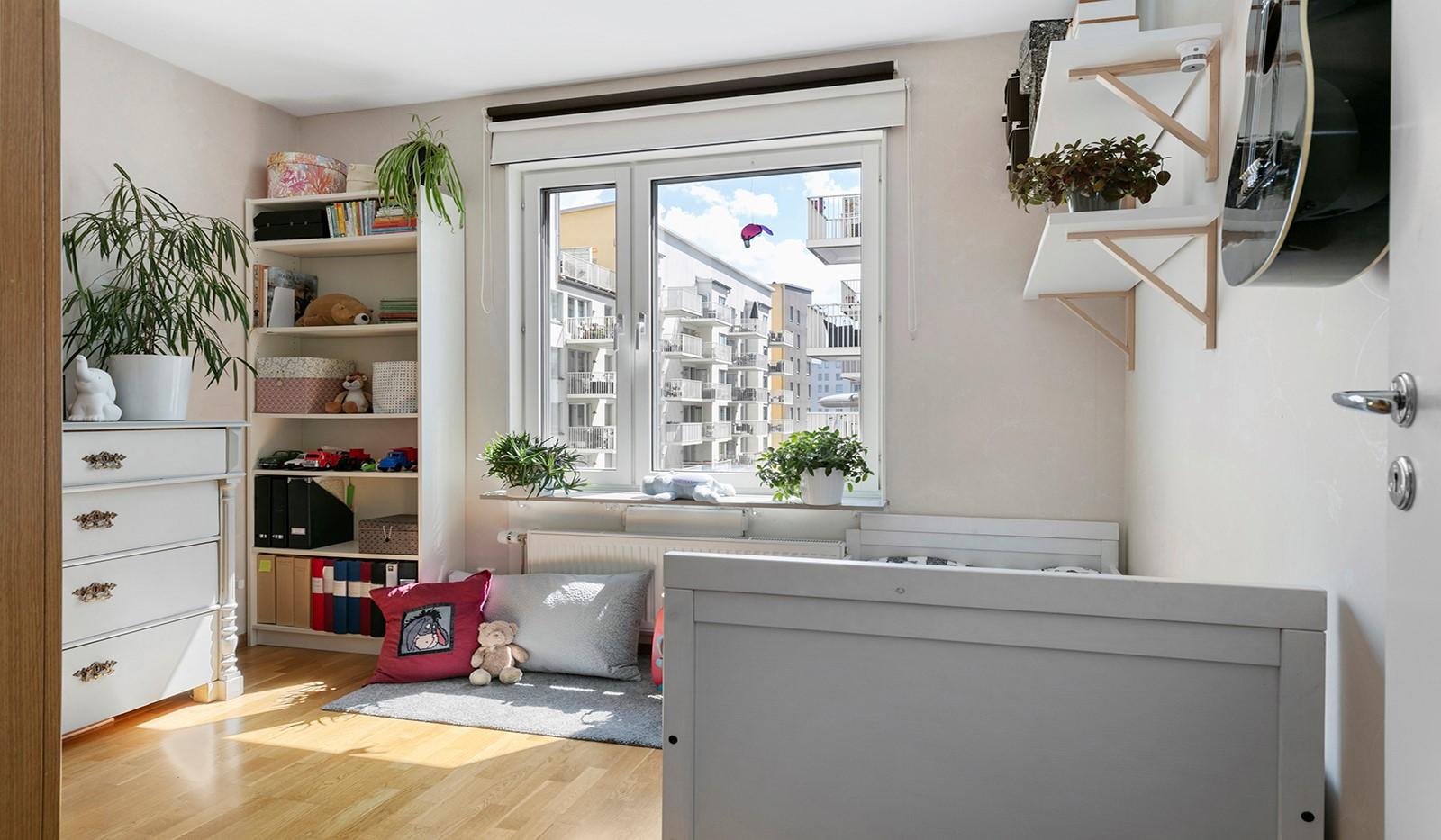 Marieviksgatan 44, 2 tr - Även bostadens andra sovrum är av ordentlig storlek