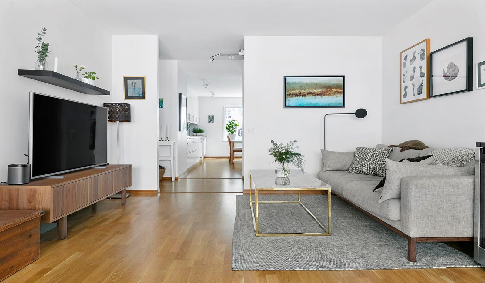 Marieviksgatan 44, 2 tr - Det vackra parkettgolvet är genomgående i hela bostaden