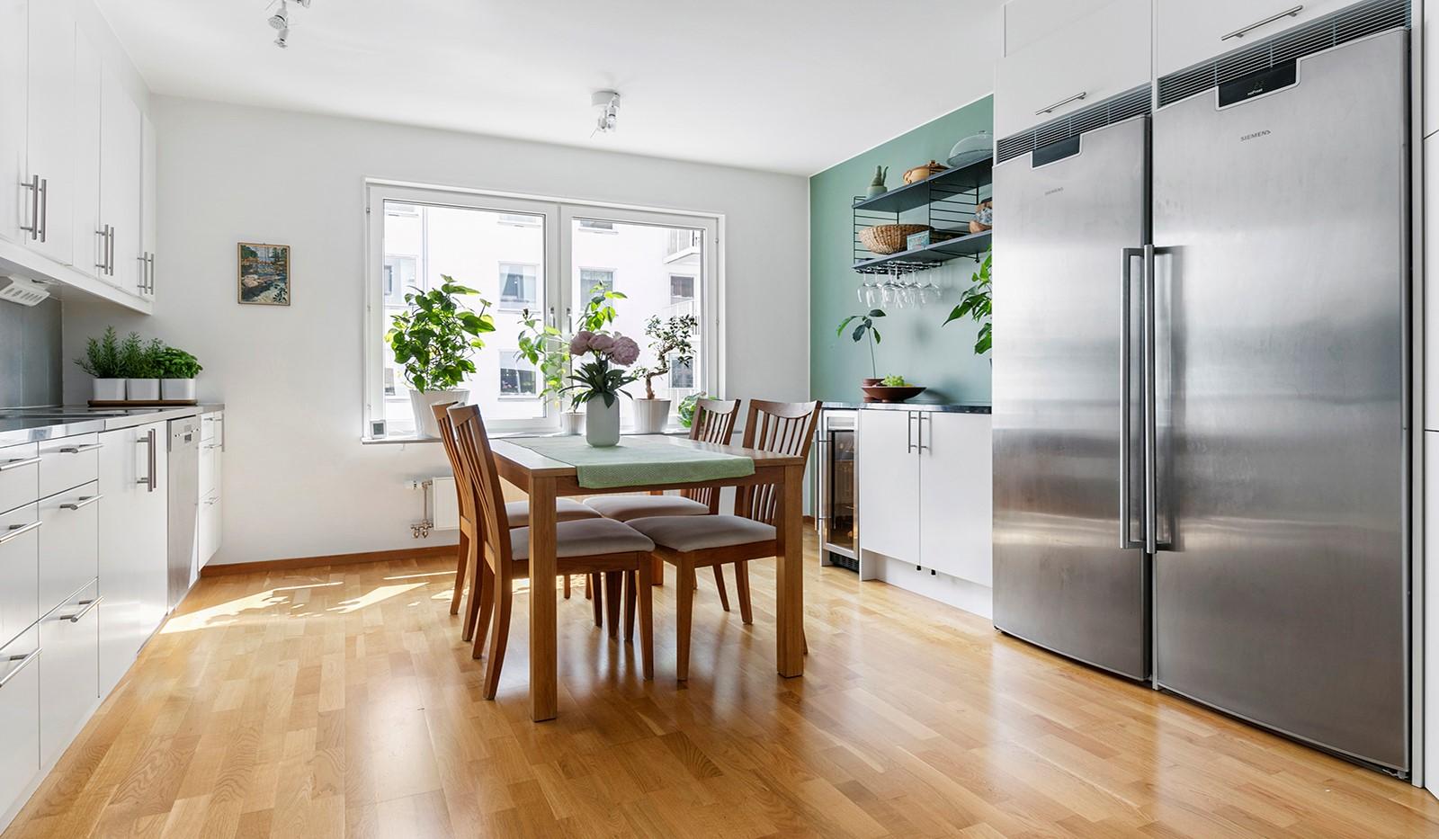Marieviksgatan 44, 2 tr - Köket är fullt utrustat med vitvaror i rostfritt