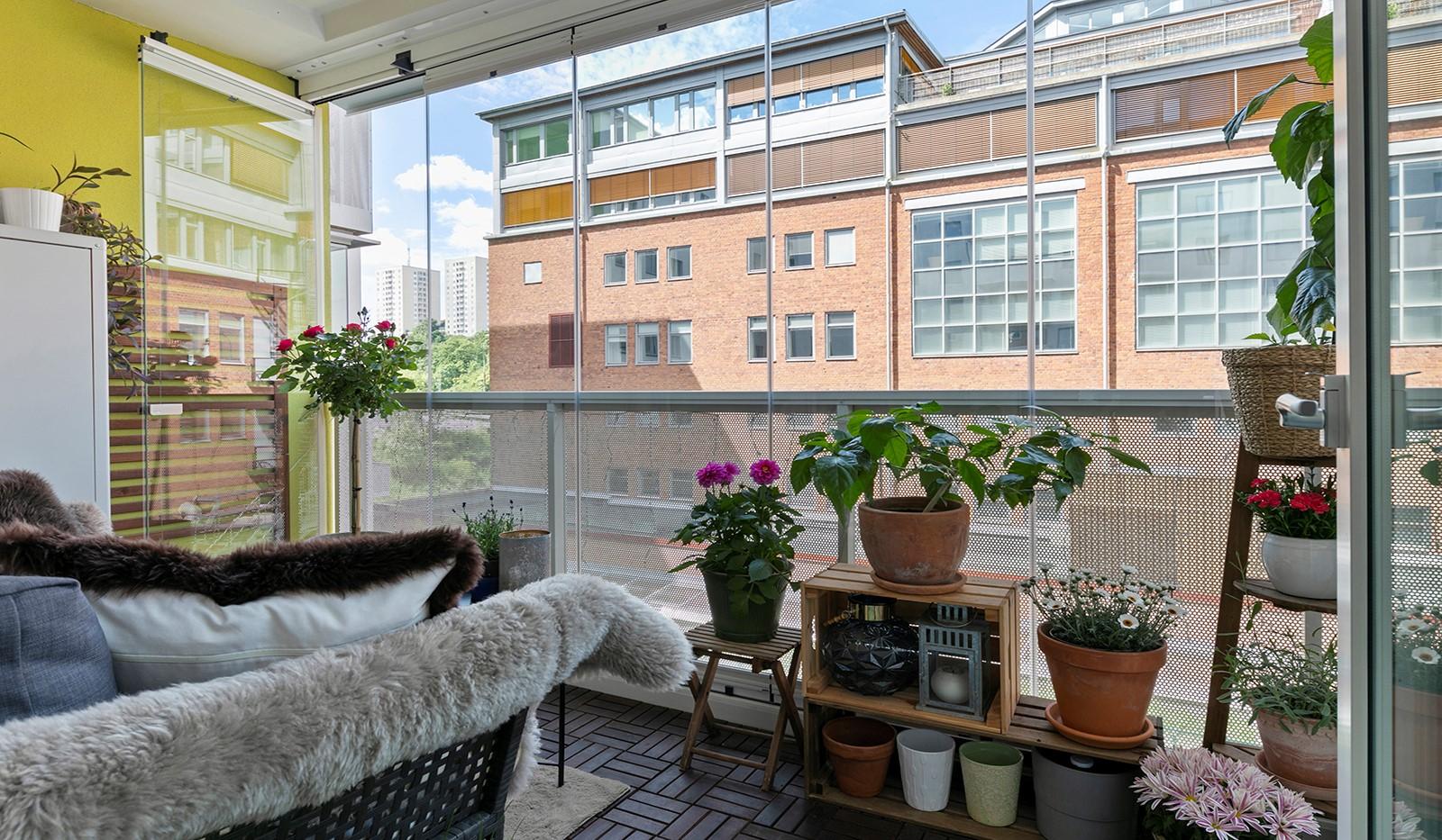 Marieviksgatan 44, 2 tr - Här ryms både utemöbler och växter